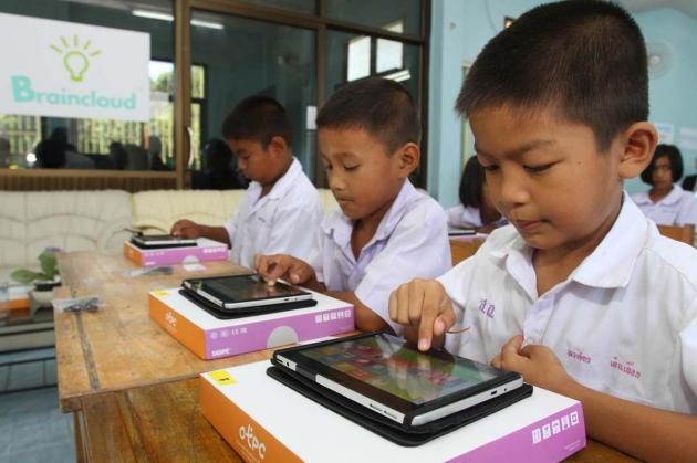 School trials cloud-computing for use with tablet