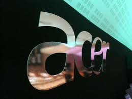 Acer looks to cloud to revive business